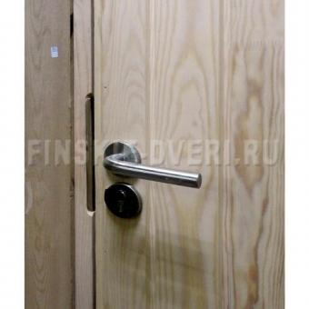 Деревянная входная дверь Scandi 020 окрашенная с декор. решеткой