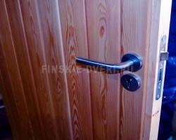 Теплая деревянная дверь из лиственницы