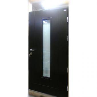 Деревянные входные двери с остеклением